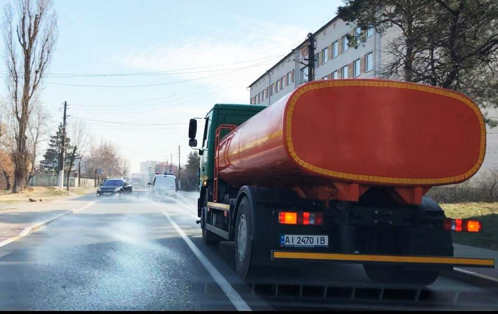 В Ірпені обробляють вулиці дезінфікуючими засобами